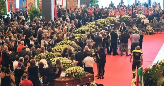 Un momento dei funerali di Stato per le vittime del crollo del ponte Morandi a Genova