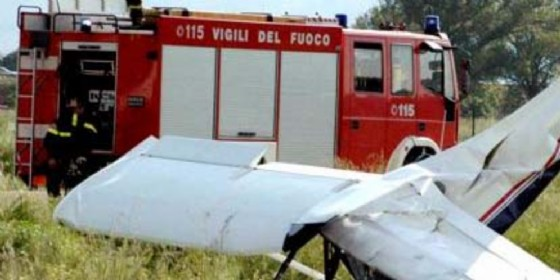 Cade ultraleggero: pilota ferito gravemente