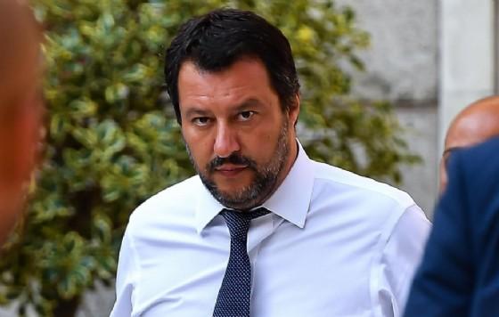 Il vicepremier e ministro dell'Interno Matteo Salvini lascia la prefettura di Genova dopo il consiglio dei ministri straordinario