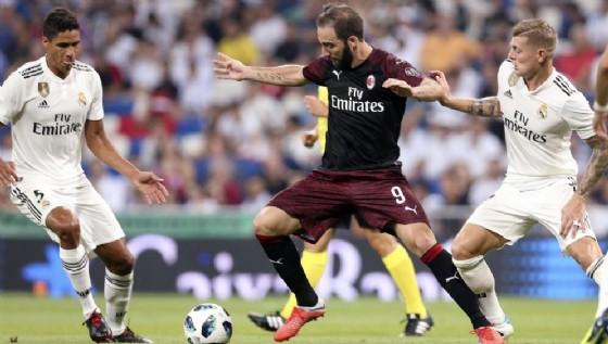 Higuain contro il Real Madrid, la sua prima uscita con la maglia del Milan