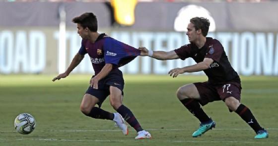 Halilovic in maglia rossonera contro il Barcellona