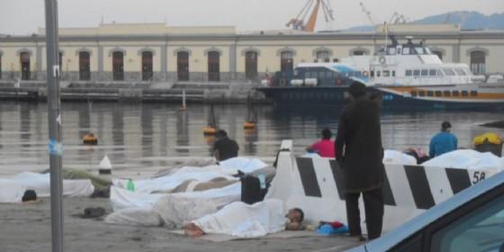 Trieste, migranti accampati sulle Rive e sul Molo Audace
