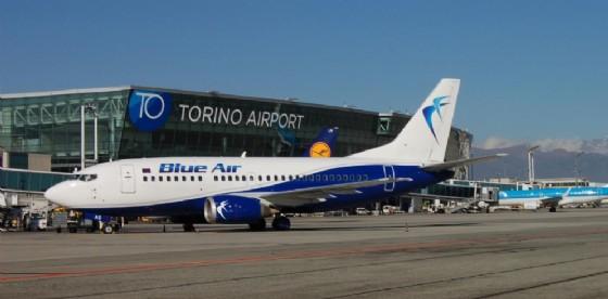 «Quello non è il mio posto» e aggredisce assistente di volo: tensione sulla Lamezia-Torino