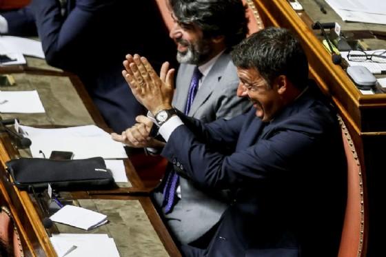 Il senatore del Pd, Matteo Renzi, nell'aula del Senato