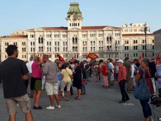 Trieste: in 300, in piazza Unità, per chiedere un coordinamento antirazzista