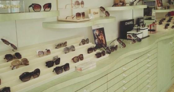 Spaccata a Lignano: rubate 300 paia di occhiali