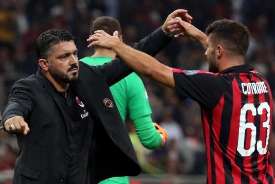 L'allenatore del Milan Gattuso abbraccia Patrick Cutrone