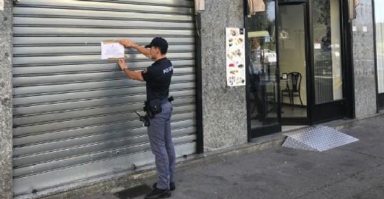 Droga e violenza e covo di pregiudicati: la polizia chiude 7 bar e caffetterie a Torino