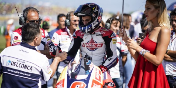 Jorge Navarro con Fausto Gresini sulla griglia di partenza a Misano