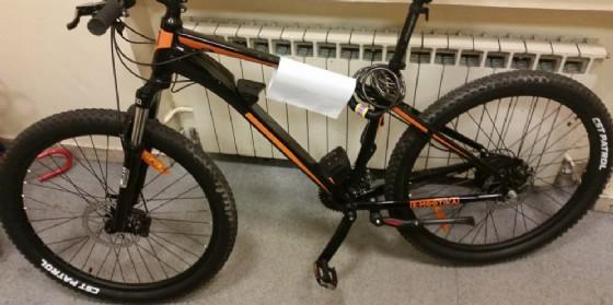 Trieste: e-bike rinvenuta in piazza Oberdan, la polizia cerca il proprietario