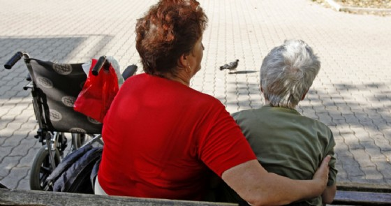 Badante con anziana - Immagine di repertorio