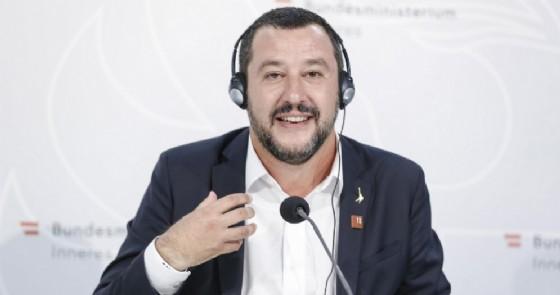 Il ministro dell'Interno e segretario della Lega Matteo Salvini in conferenza stampa a Vienna