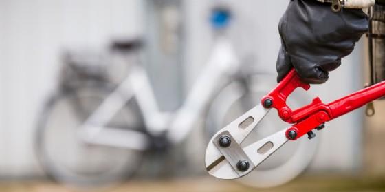 Foglio di via da Udine per due persone: hanno cercato di rubare una bici di ingente valore