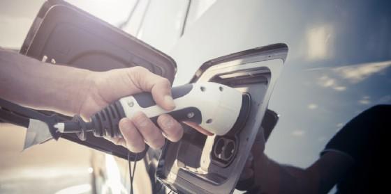 AcegasApsAmga promuove la mobilità sostenibile con le colonnine di ricarica per veicoli elettrici