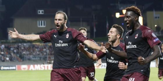 Higuain esulta dopo il gol al Dudelange