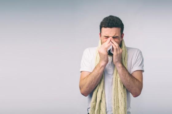 Perchè alcune persone sviluppano i sintomi del raffreddore in maniera più grave