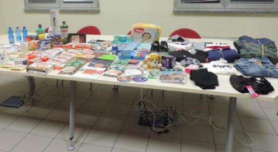 Coppia ruba merce per un valore di 1.400 euro: scatta l'arresto
