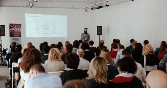 Una conferenza sul tema del digitale durante l'evento BiDigital
