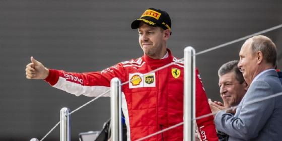 Sebastian Vettel sul podio di Sochi