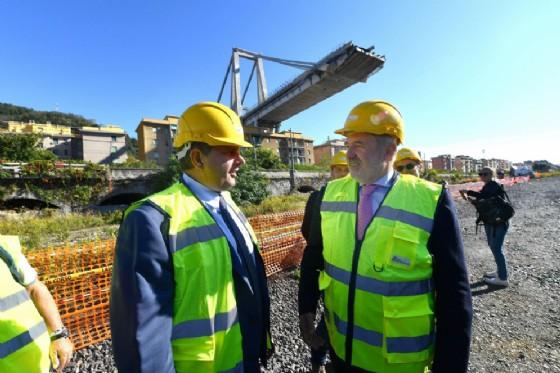 Il sindaco di Genova Marco Bucci (D) e il presidente della regione Liguria Giovanni Toti