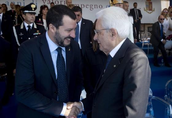 Il presidente della Repubblica Sergio Mattarella saluta il ministro dell'Interno Matteo Salvini