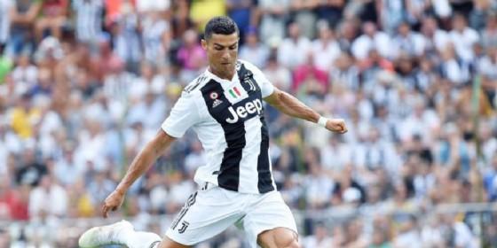 Cristiano Ronaldo con la maglia bianconera