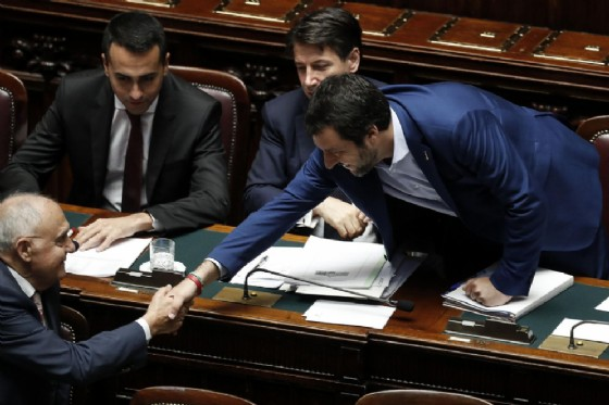 Il vicepremier e ministro dell'Interno Matteo Salvini con il ministro per gli Affari europei Paolo Savona