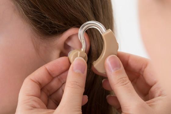 Gli apparecchi acustici rallentano la progressione della demenza