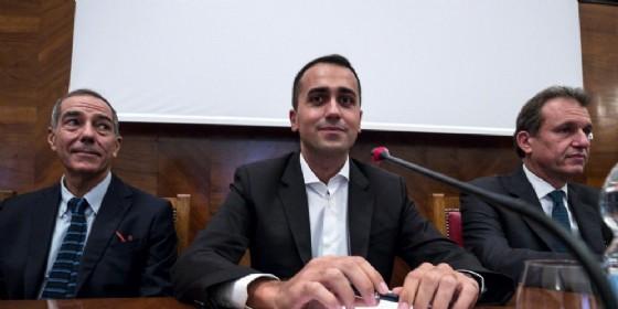 Il ministro del Lavoro dello Sviluppo economico e vicepremier Luigi Di Maio durante l'incontro con i sindacati per Alitalia al Mise