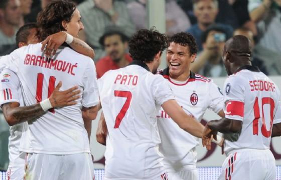 Ibrahimovic e Pato festeggiano un gol in maglia rossonera