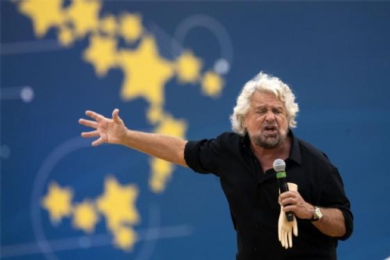 Beppe Grillo sul palco di Italia 5 Stelle al Circo Massimo
