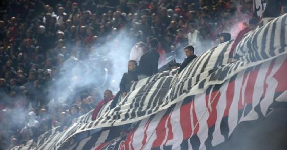 Un'immagine della Curva Sud del Milan prima del derby di ieri sera