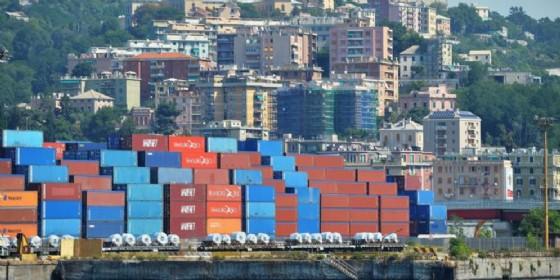 Container nel porto di Genova