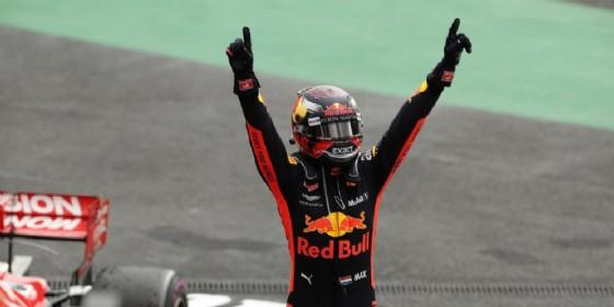 Verstappen festeggia la vittoria al Gran Premio del Messico