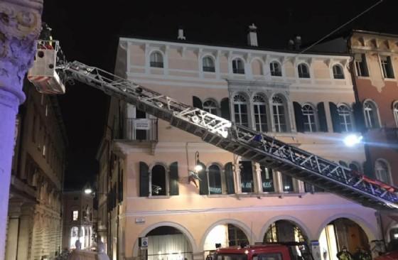 Udine, crolla un pezzo di cornicione della Loggia del Lionello