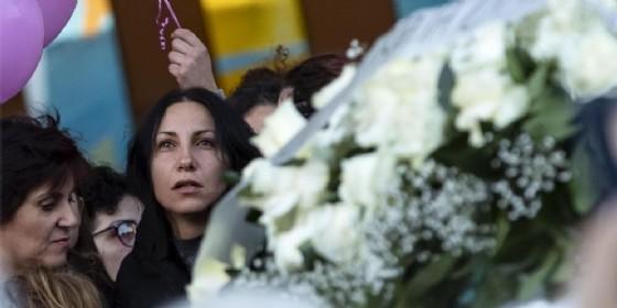 La madre di Desiree, Barbara Marittoni, ai funerali della 16enne. Cisterna di Latina, 30 ottobre 2018