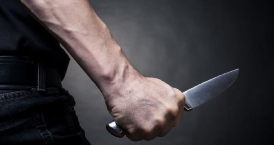 Gira con un coltello da cucina: denunciato un 19enne