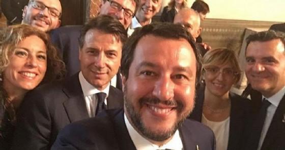 Matteo Salvini con il premier Conte e i «suoi» Ministri