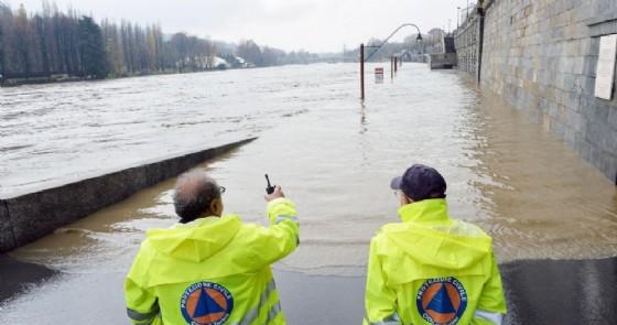 Allerta meteo a Torino, sale il livello del fiume Po: allagati i Murazzi (immagine archivio)