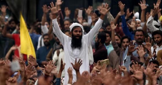 Le proteste dei fondamentalisti islamici in Pakistan dopo la cancellazione della condanna a morte per blasfemia di Asia Bibi