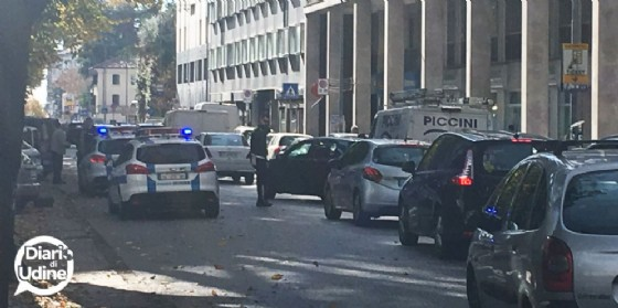 Tamponamento tra due auto in viale Duodo: un ferito