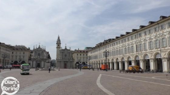 Rapina in piazza San Carlo: malviventi prendono di mira un ragazzo in gita con la scuola