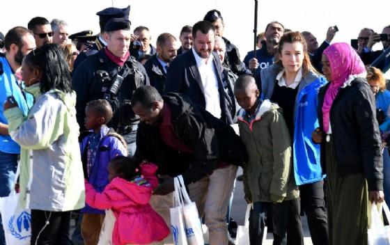 Il vicepremier Matteo Salvini a Pratica di Mare accoglie 51 migranti