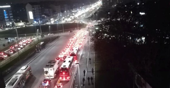 Traffico infernale in piazza Baldissera, i vigili chiudono corso Venezia: è caos totale
