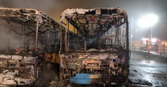 «Non mi facevano salire senza biglietto»: confessa il piromane che ha incendiato 7 bus Gtt