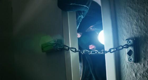 Ladri senza pudore: rubano con in casa i proprietari