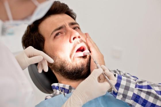 Un dente rotto ha rischiato di uccidere un uomo - foto rappresentativa