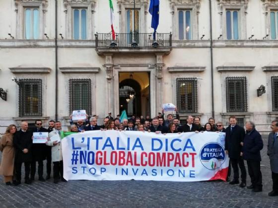 Giorgia Meloni e Fratelli d'Italia in piazza Montecitorio per dire no al global compact