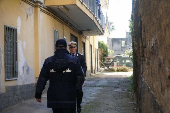 La polizia municipale effettua degli accertamenti su alcuni immobili di proprietà del padre di Luigi di Maio, Antonio di Maio, a Mariglianella (Napoli)