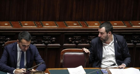 Il vicepremier e ministro del Lavoro e dello Sviluppo Economico Luigi Di Maio e il vicepremier e ministro dell'Interno Matteo Salvini alla Camera